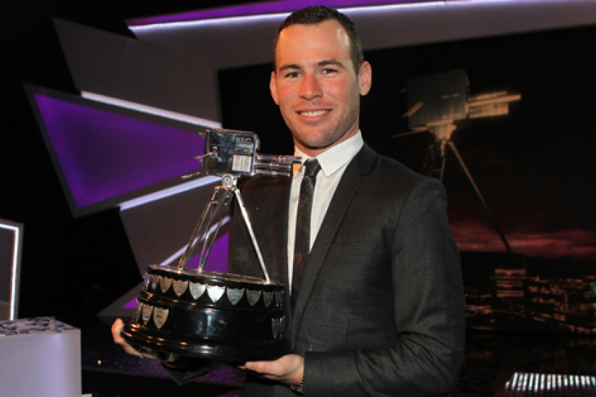 Mark Cavendish with the SPOTY trophy (picture from britishcycling.org.uk by David Davies/PA Wire/Press Association Images)