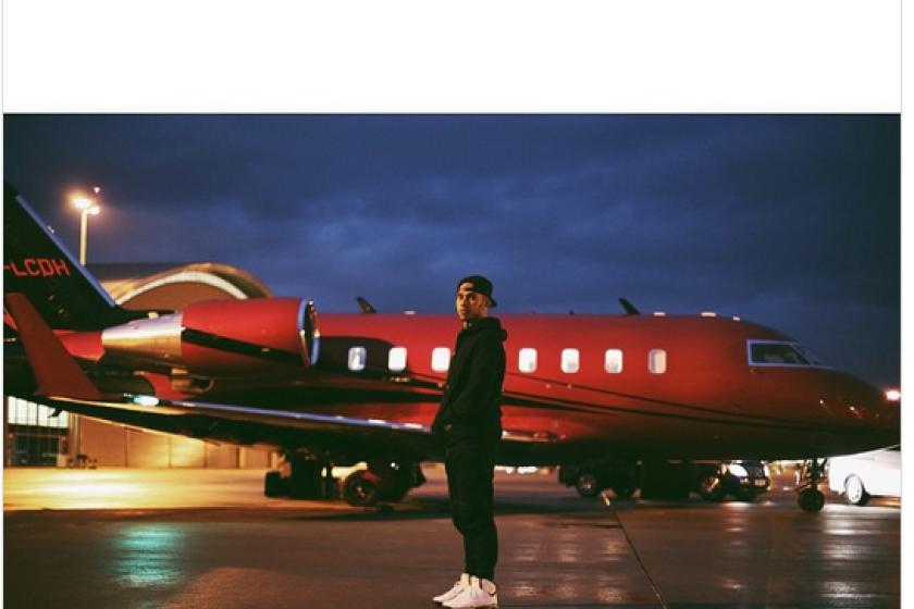 Lewis Hamilton & his Jet (Twitter)