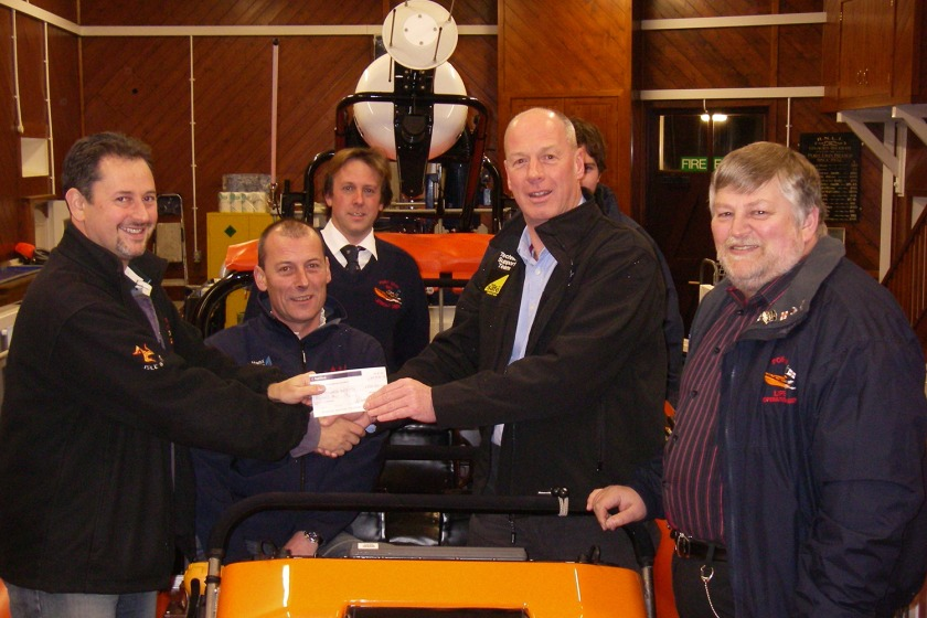 Manx Gas present a cheque to the lifeboat crew for a new boiler