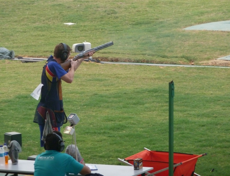 Tim Kneale lining up a shot during the event